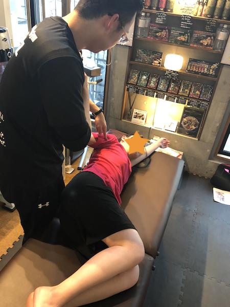 パーソナルトレーニングジムKenz(ケンズ)でコンディショニング体験。肩甲骨ほぐし。